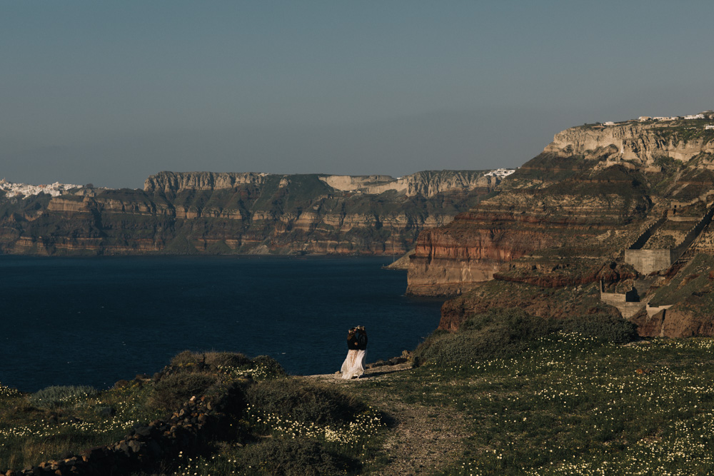 elopement on Santorini island.